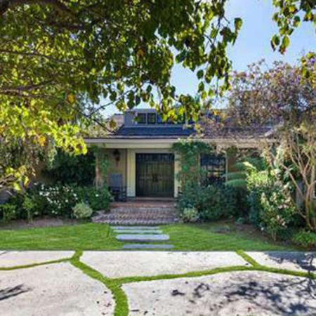 Collinssold a home he owned In Brentwood Los Angeles