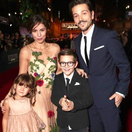 Diego Luna, his wife and childrenImage Source: E! Online