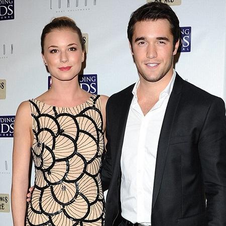 Emily VanCamp and Josh Bowman