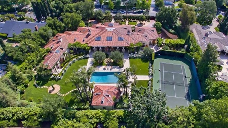 Previously owned by Dick Van Dyke Tuscan-style villa in Encino, Calif sold for $6.521 in 2016.