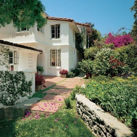Curtishas 2 adjacent homes in Santa Monica