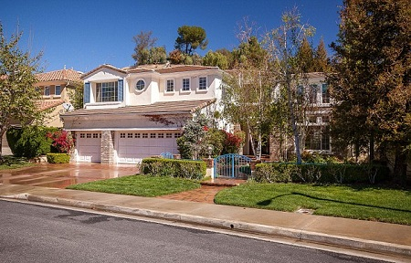 January Jones' new house in Los Angeles