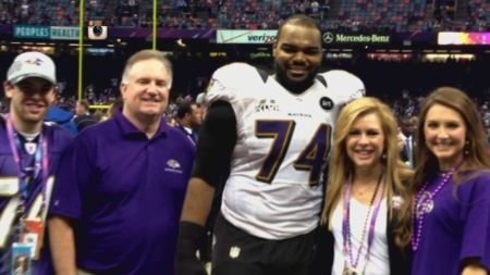 Michael oher with his adoptive parent and siblings