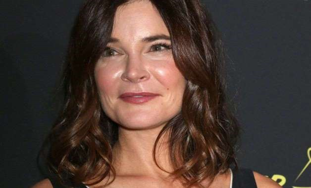 Betsy Brandt-Age, Movies, House, Net Worth, Husband, Kids, Height
